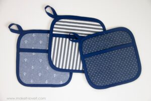 Square-Hot-Pads-with-Hand-Pockets-2